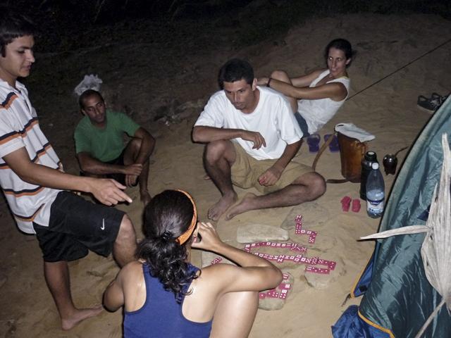 jugando-al-domino