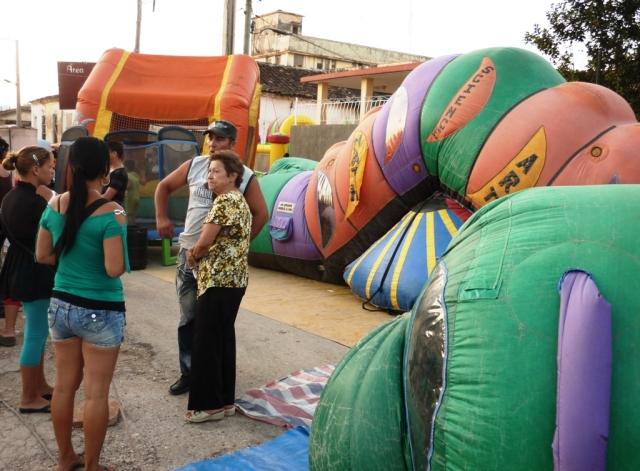 Monstruo inflable por donde los niños juegan. Foto: Javier Montenegro