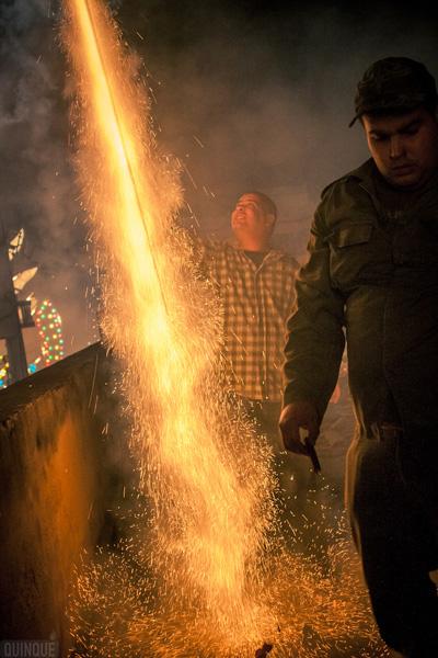 Lanzamiento de uno de los tantos fuegos artificiales en la noche del 24 de diciembre. Foto: Iroko Alejo,